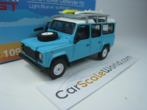 LAND ROVER DEFENDER 110 WITH SURFBOARD (LHD) 1/64