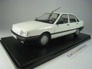 RENAULT 21 GTS 1990 1/24 IXO HACHETTE (WHITE) WITH